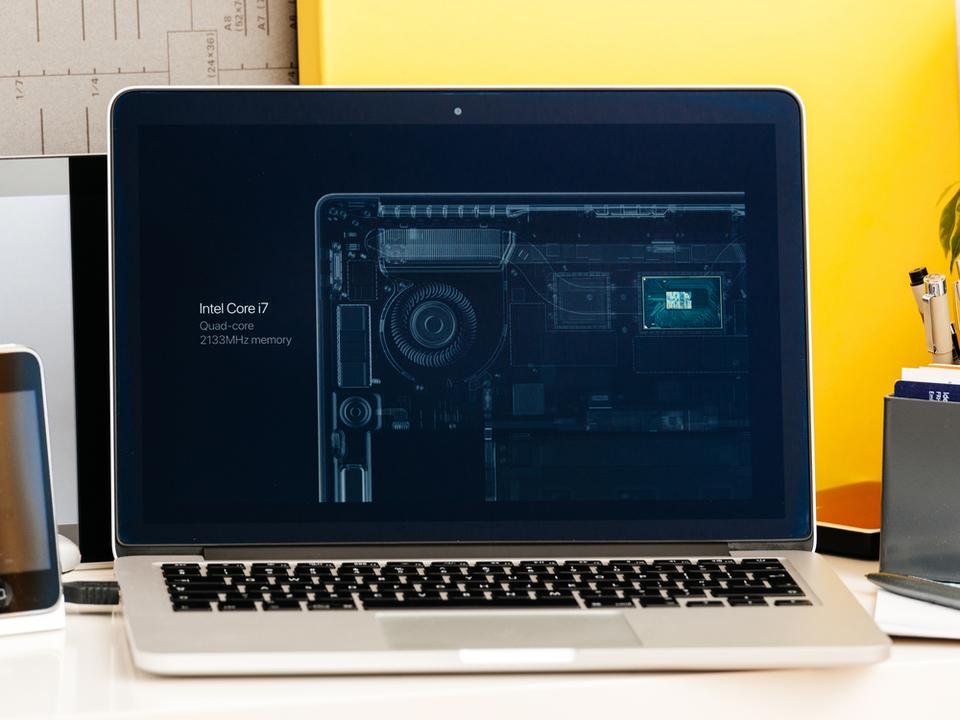 Apple、Intelのエンジニアを引き抜きか。新型Mac開発のため?