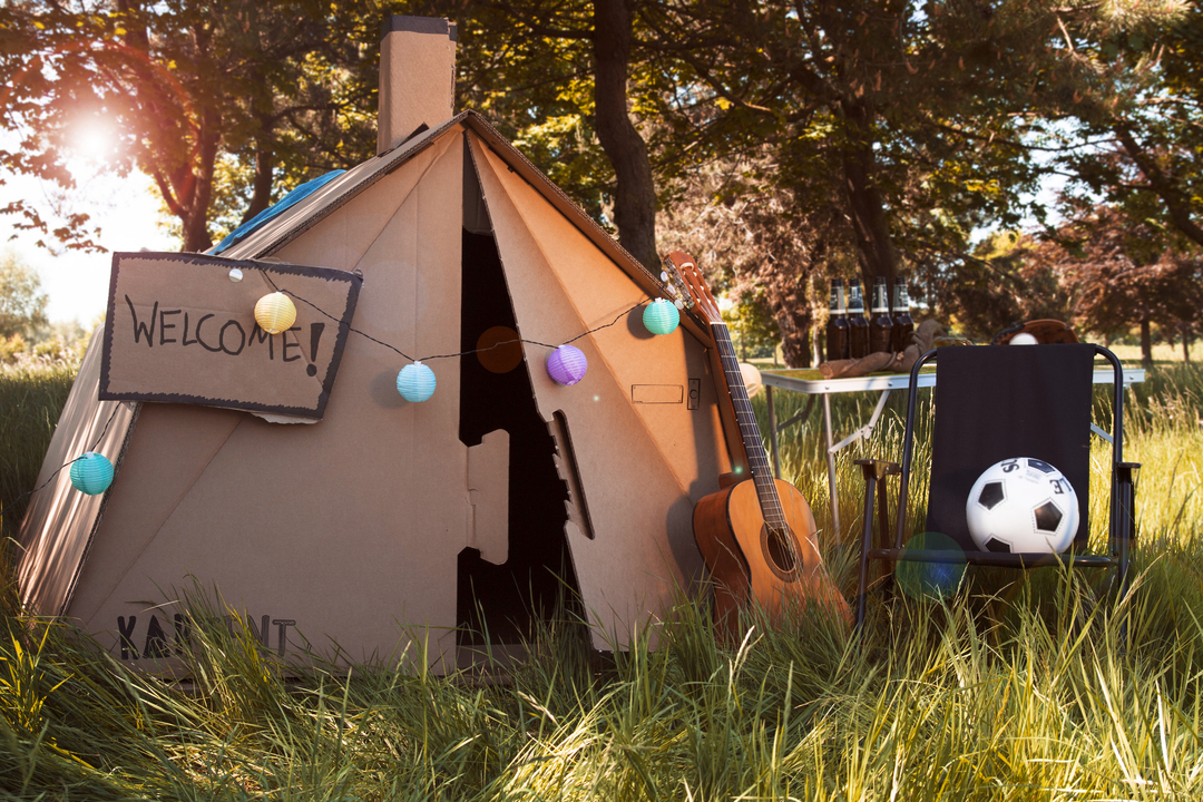 秘密基地っぽい段ボールテントが、音楽フェスの環境問題を救うかも