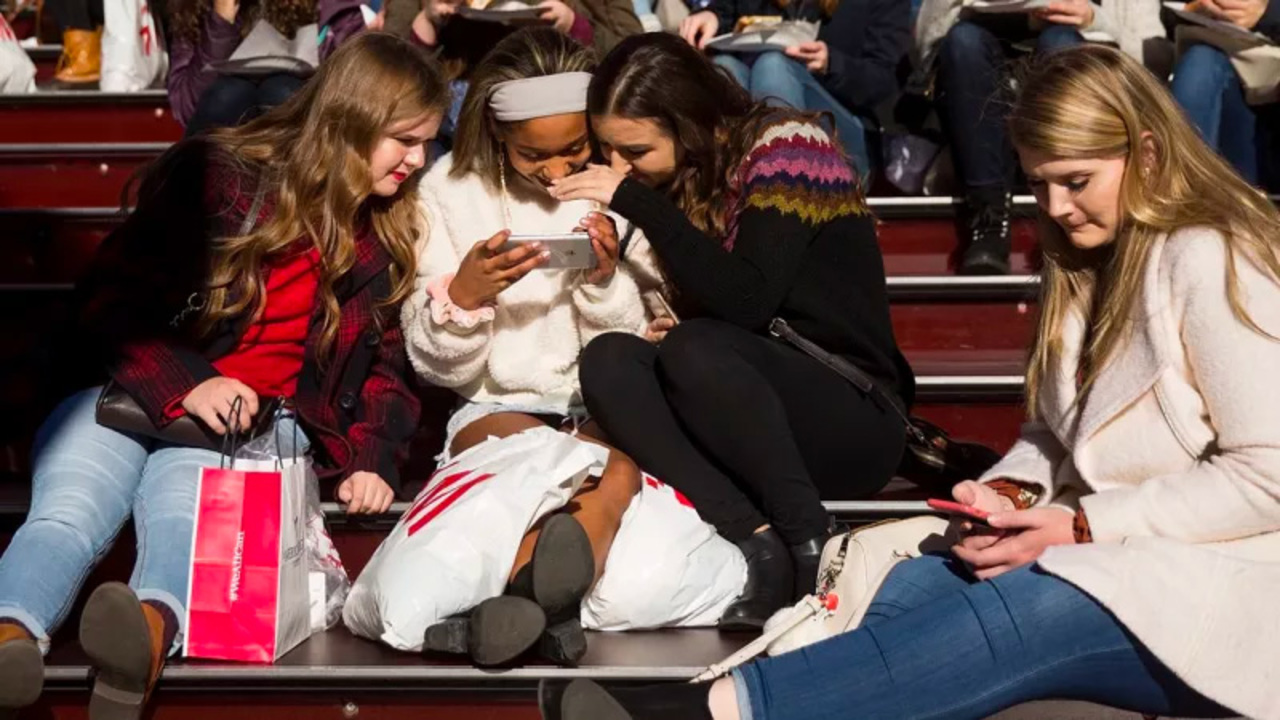 10代の若者が使っているのはFacebookよりもInstagram、Snapchat、YouTube