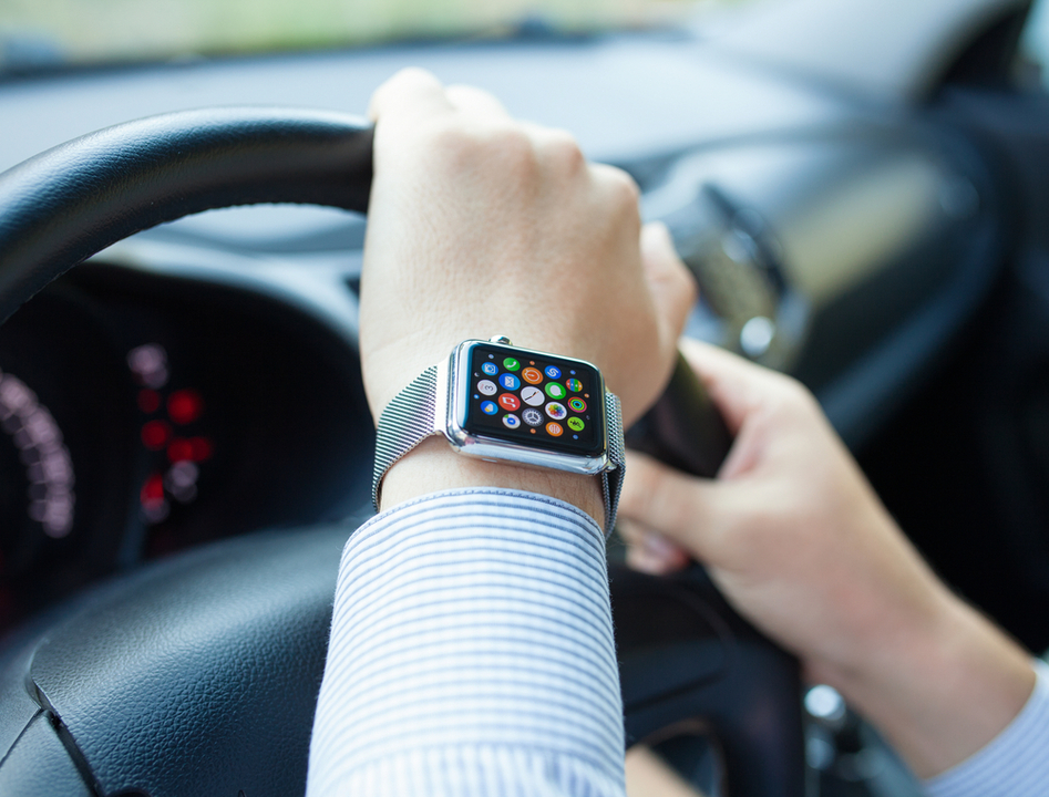 Apple Watchのながら運転で罰金! スマホと変わらず危険との指摘