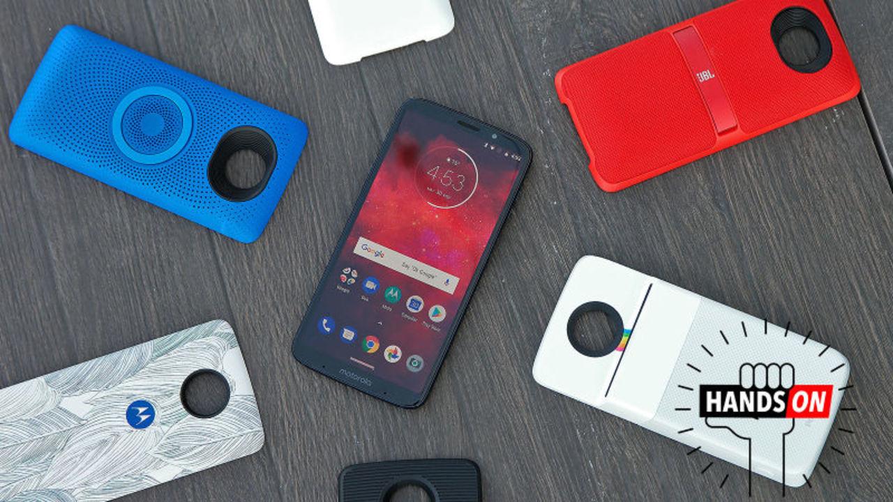 Moto Z3 Playハンズオン:Motorolaはモジュール式スマホを諦めず。あまりスマートじゃないとしても…