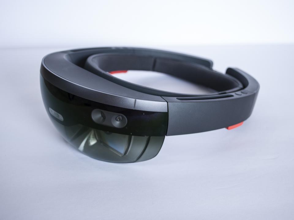 すべてが良くなったマイクロソフトの「HoloLens 2」、年内に登場か