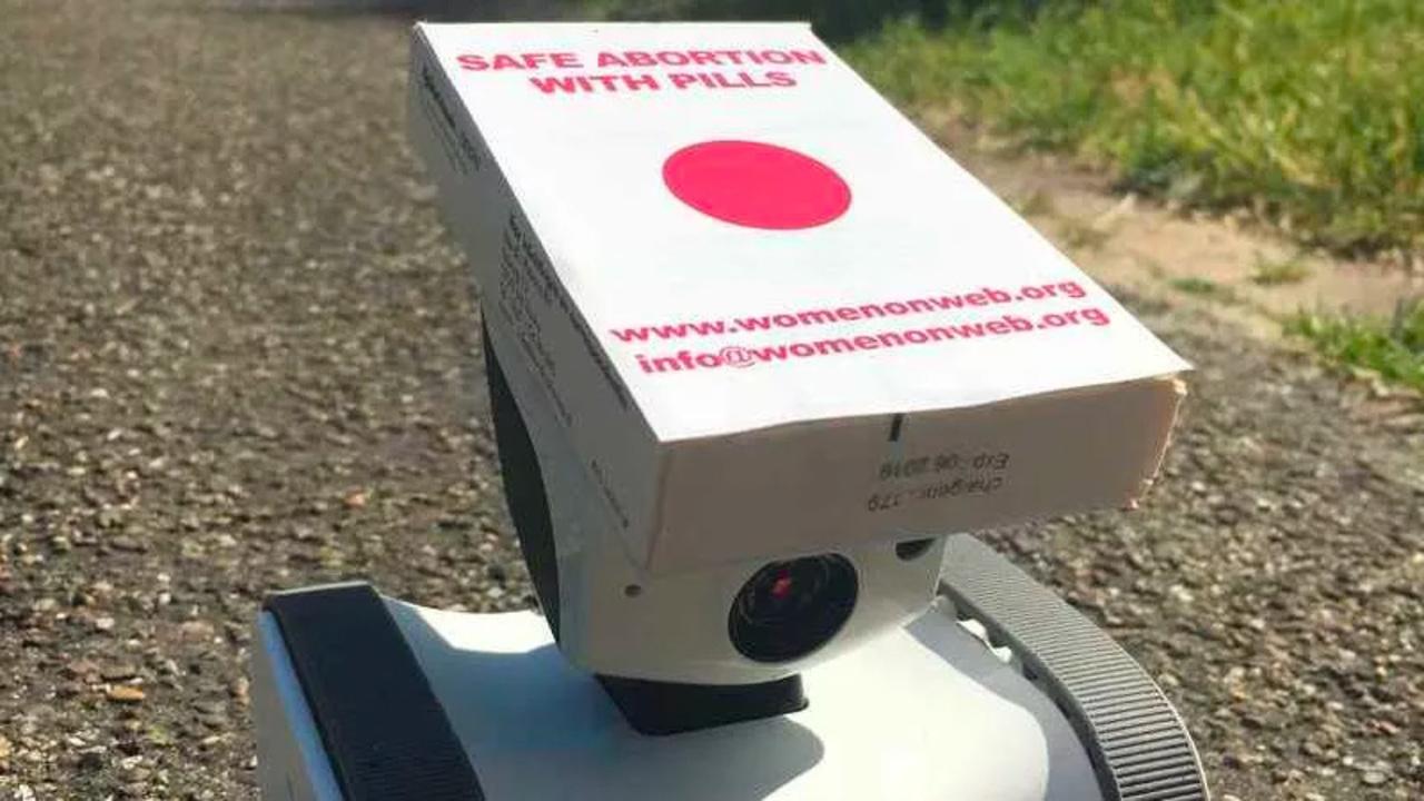 中絶薬を「ロボット」で届けるという活動