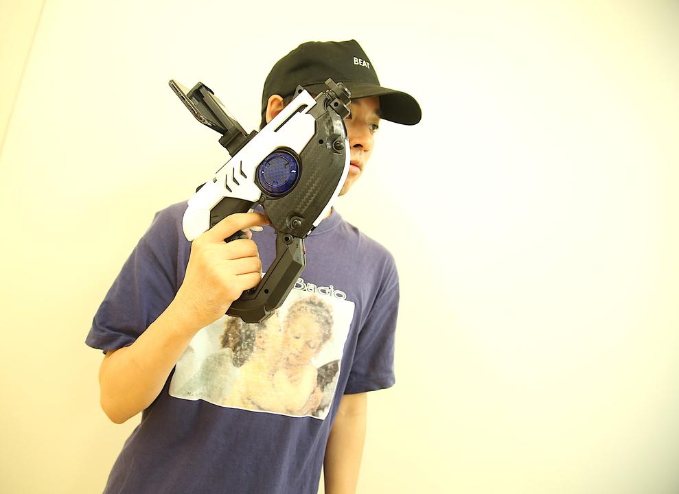 構えれば、即ゲーム世界へ! 「Flycreat AR Gun」は大人もハマるガン型ARシューティングゲーム