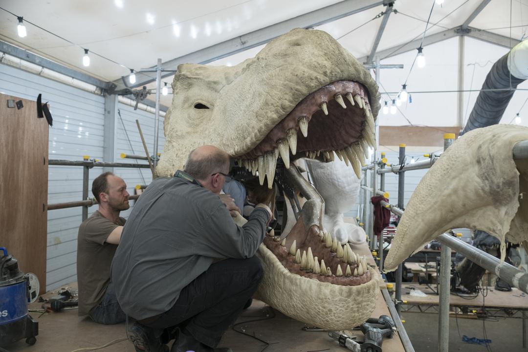 パペットの恐竜に感情を与える方法とは? 映画『ジュラシック・ワールド/炎の王国』アニマトロニクス担当者に聞く
