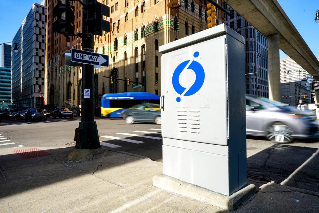 東京の交差点もぜんぶこれにして!「世界一スマートな交差点」をデトロイトが導入