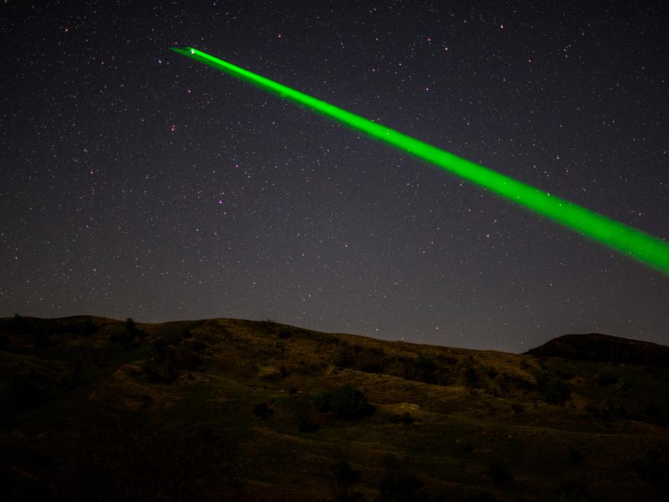 ロシア、宇宙デブリ問題に「巨大レーザー砲」を持ち出す