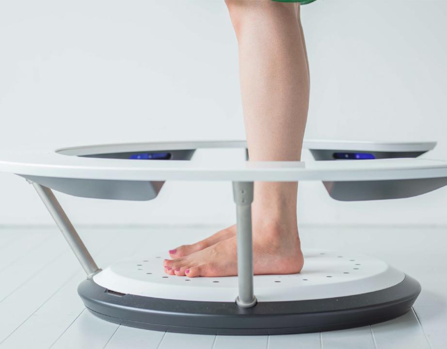 10秒で理想の靴とマッチング。3DスキャンとAIで足本来の形を測ってくれるデバイス