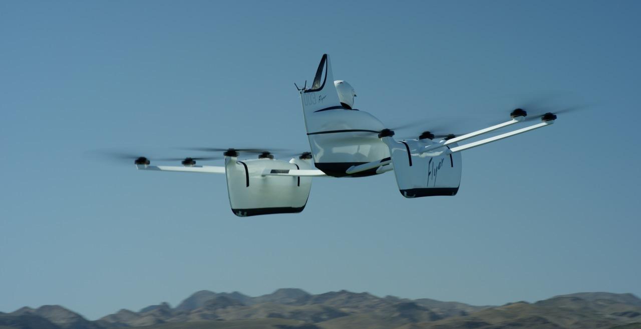 近未来のマリンスポーツ。ドローンのようなおひとり様用の飛行機「Kitty Hawk Flyer」