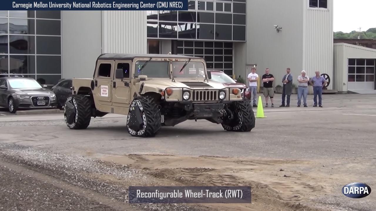 のり巻き型からおにぎり型へ。走行中に車輪とキャタピラを自由にトランスフォームするタイヤをDARPAが開発