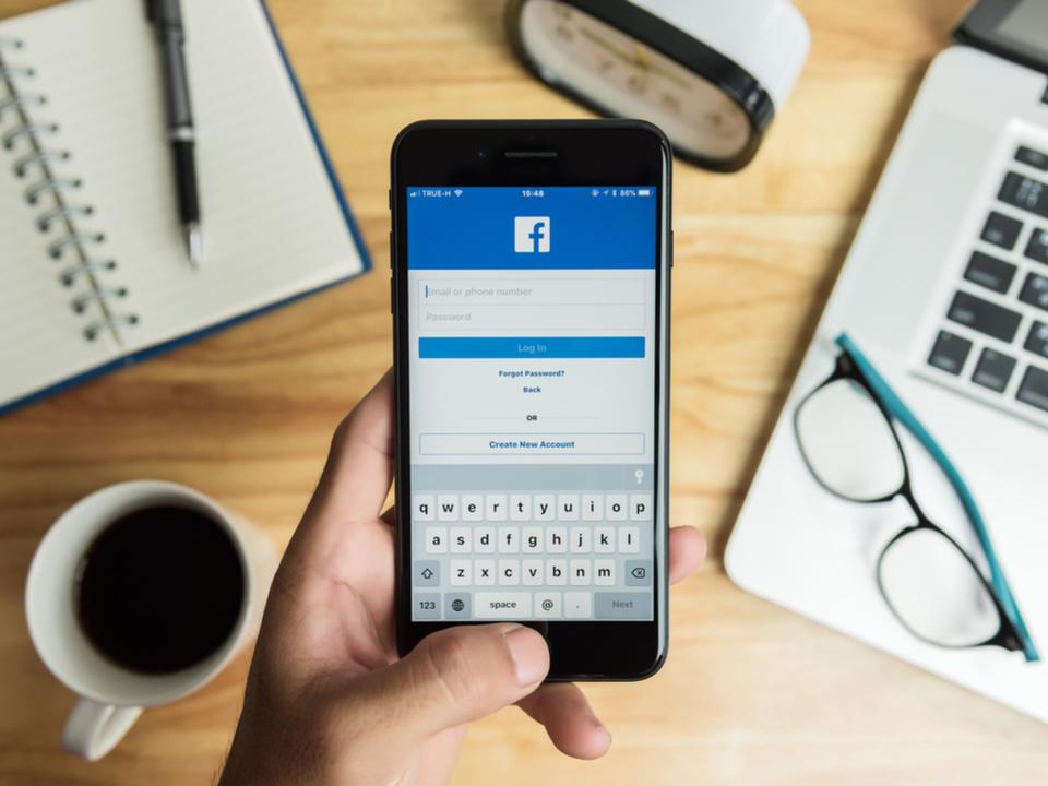 ネットとの付き合い方を考える時代。Facebookも使用時間解析ツールを開発中