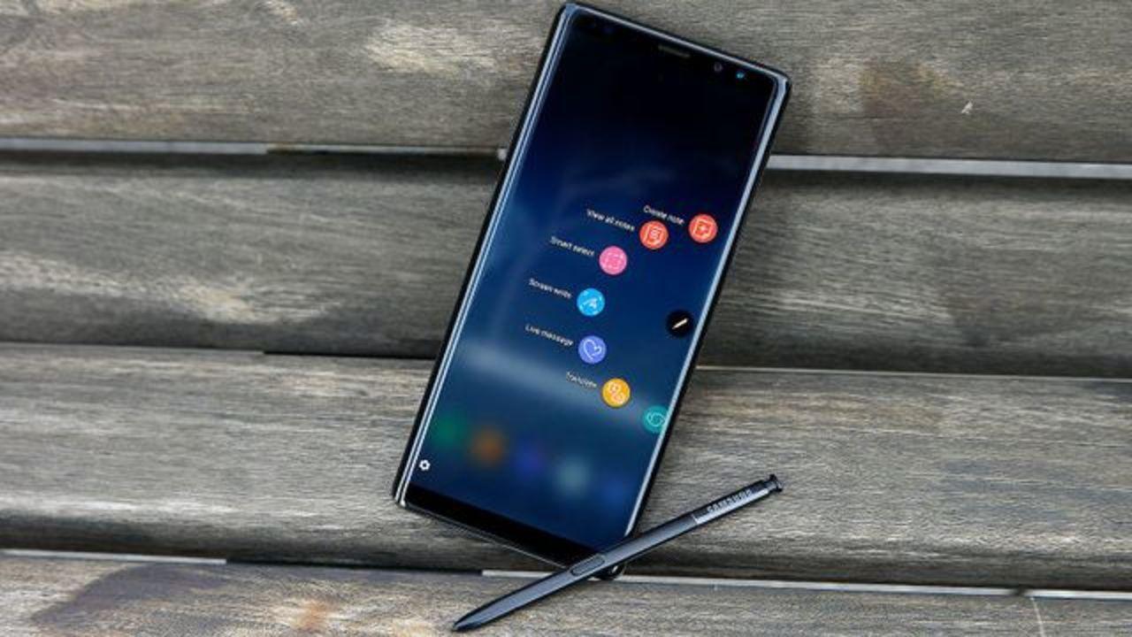 えっ、あの人ペンに向かって話してる? Galaxy Note9はSペンで通話できるかも