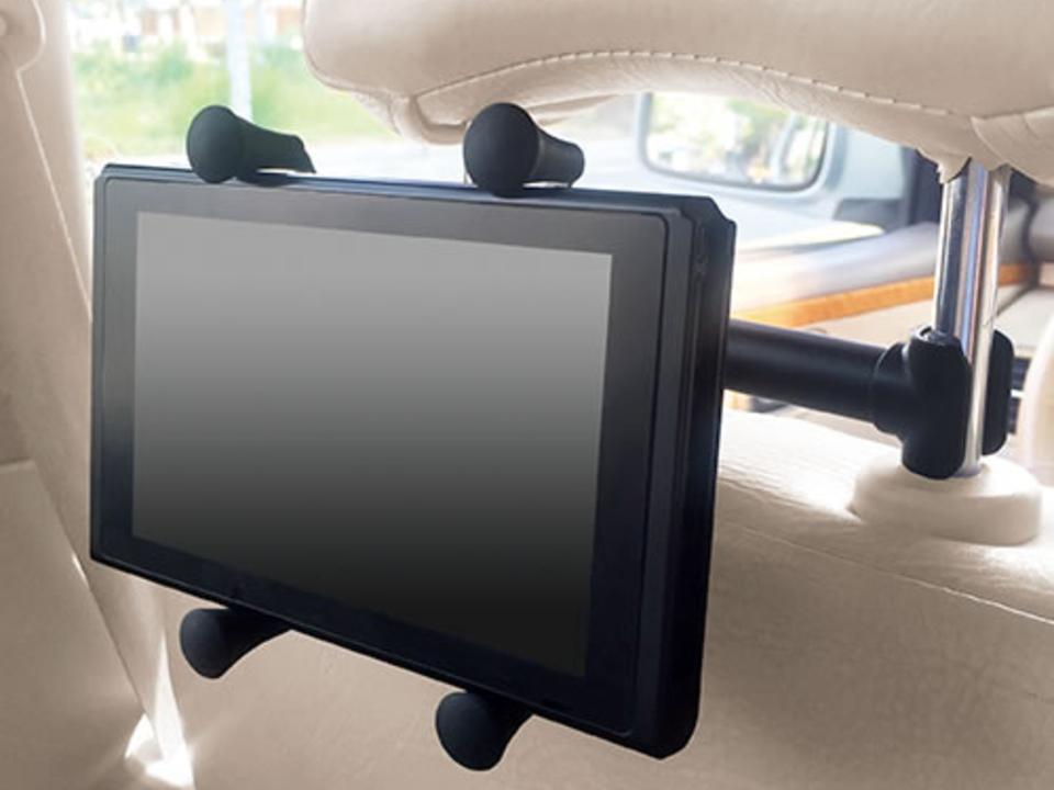 車でもニンテンドースイッチに夢中になりたい僕らには、後部座席用マウンターが必要だ