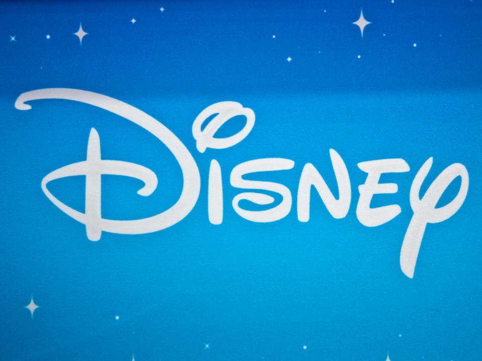 意外と歴史が浅い「Disney」のロゴ。頭文字「D」が採用された経緯は?