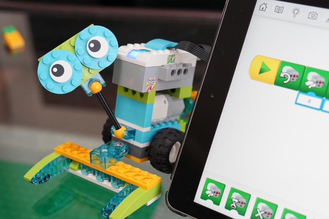 今の子どもうらやましすぎ。レゴの動きを自分でプログラミングするZ会の講座