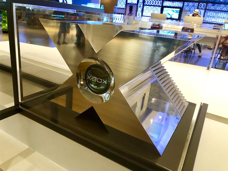 ものすごいX感。初代Xboxのプロトタイプが、米Microsofft本社のビジターセンターで展示中!