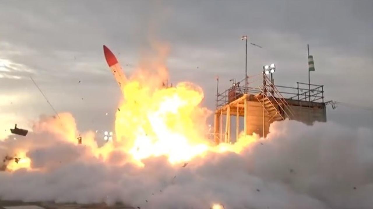 打ち上げ→墜落→炎上。国産の民間ロケット「MOMO」2号機の打ち上げ映像が、悲しくも力強い