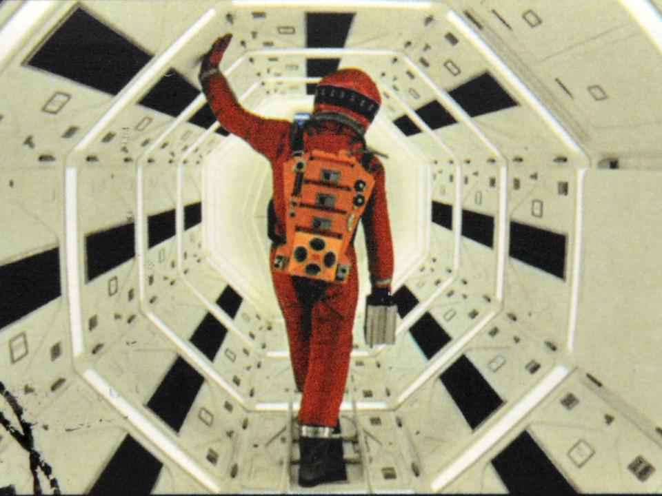 スタンリー・キューブリックが映画『2001年:宇宙の旅』のラストを解説する音声が見つかる