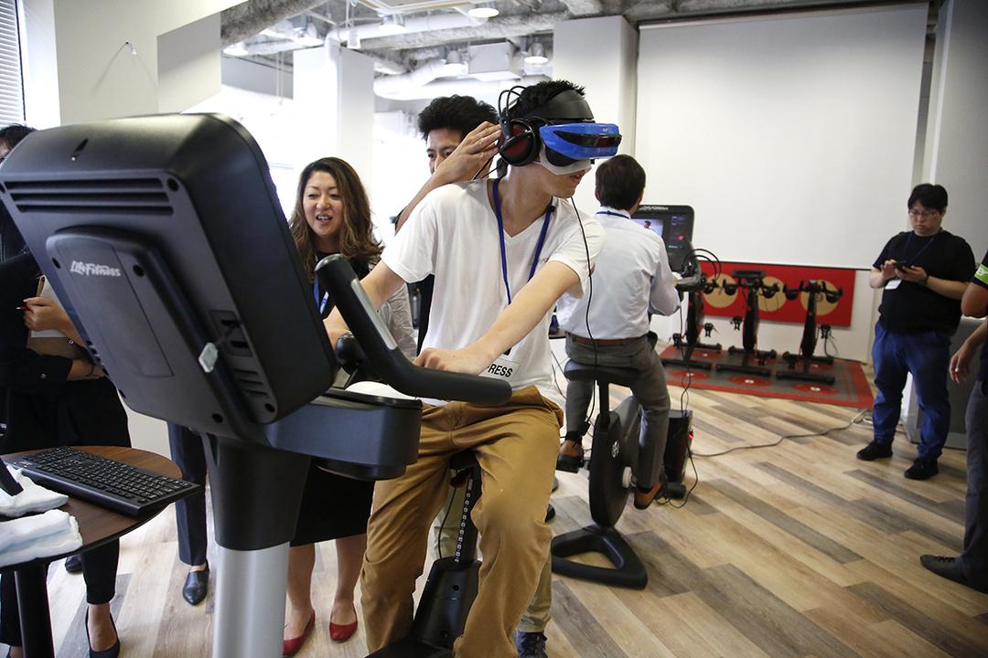 エアロバイクし「ながら」VR。テクノロジーでフィットネスに大変革が起きてる