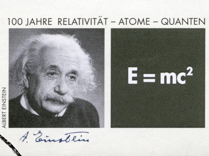 自尊心の低い人はVRでアインシュタインになると点まで上がる