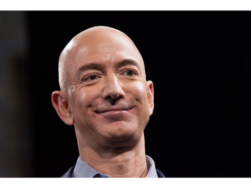 資産17兆5000億円! Amazonのジェフ・ベゾスCEO、これまでの記録を更新する世界一のお金持ちに