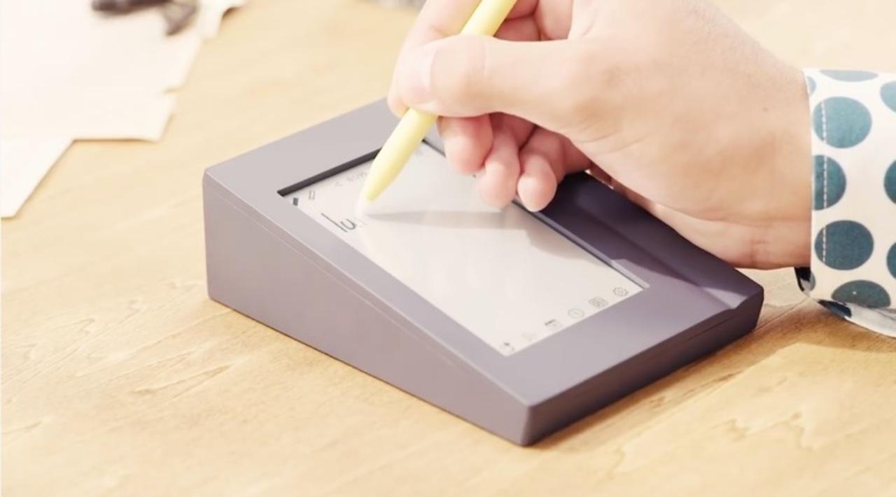メモからアラームが届くとはねぇ。キングジムから、電子ペーパーなメモ帳がクラウドファンディングで資金募集中