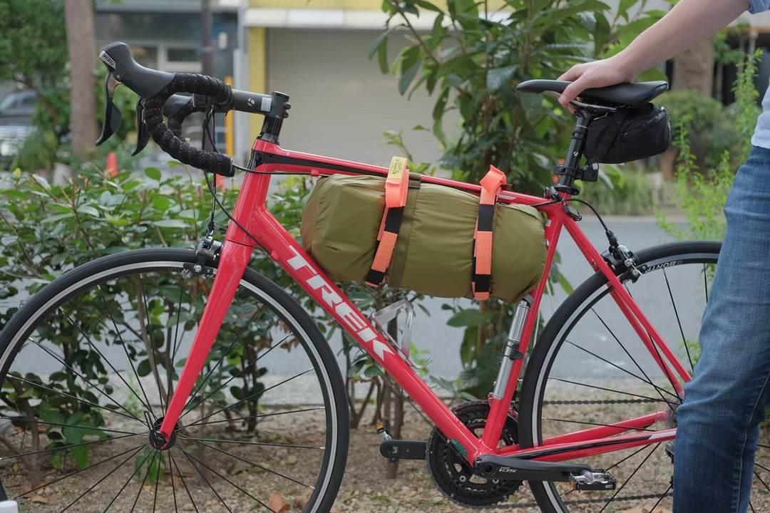 たった1本で耐荷重50kgまで対応だと!?伸縮ストラップ「WRAPTIE」の威力を自転車で実験