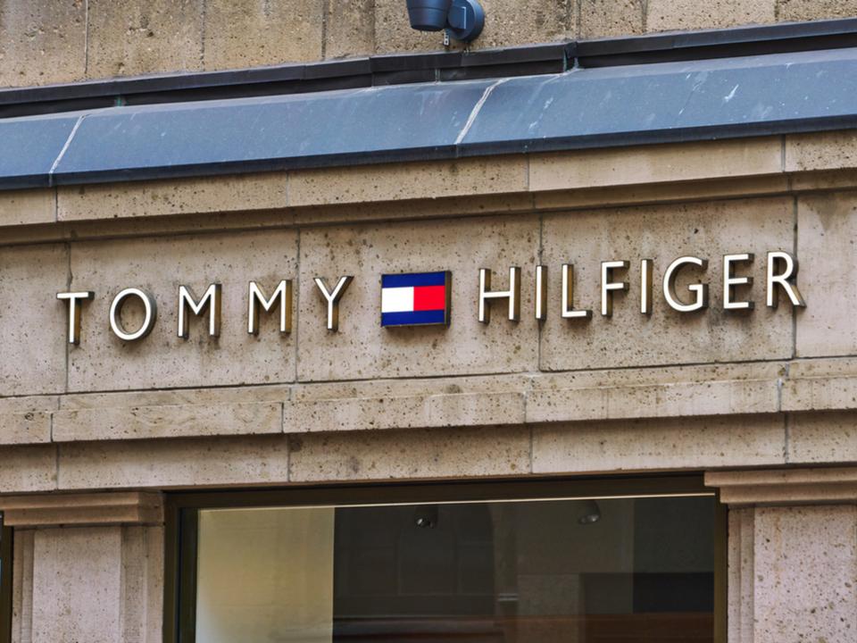 トミー ヒルフィガーからチップ内蔵のスマートお洋服。着るとポイントが貯まるという謎機能