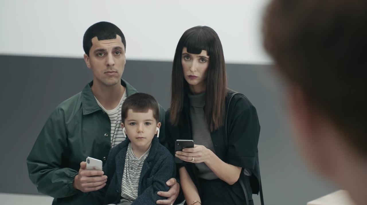 Samsung、iPhoneユーザーをザワつかせるノッチ全否定の新CMを公開