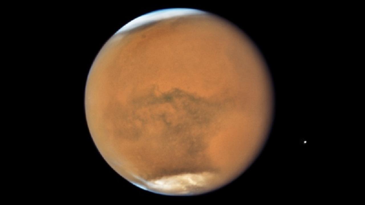 ハッブル宇宙望遠鏡、「衝」となった火星と土星をパシャリ