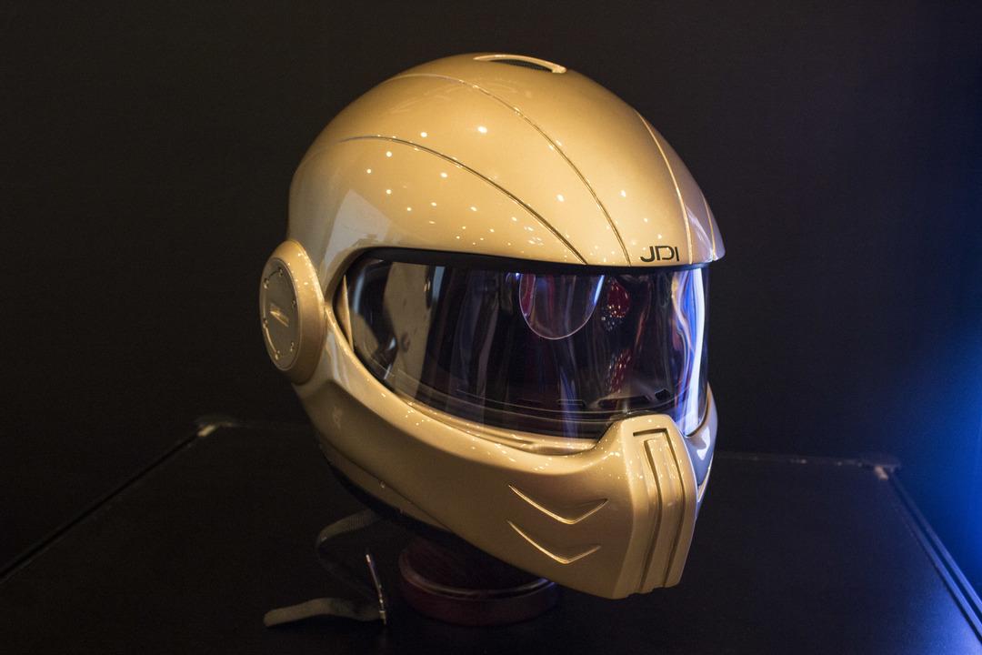 サバゲに使える!? ジャパンディスプレイ社のHUD搭載ヘルメット「スパルタ」に未来を感じる