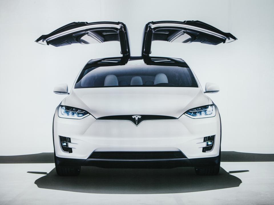 『ナイトライダー』実現なるか? Teslaの車に独自のAIアシスタントが入るみたい