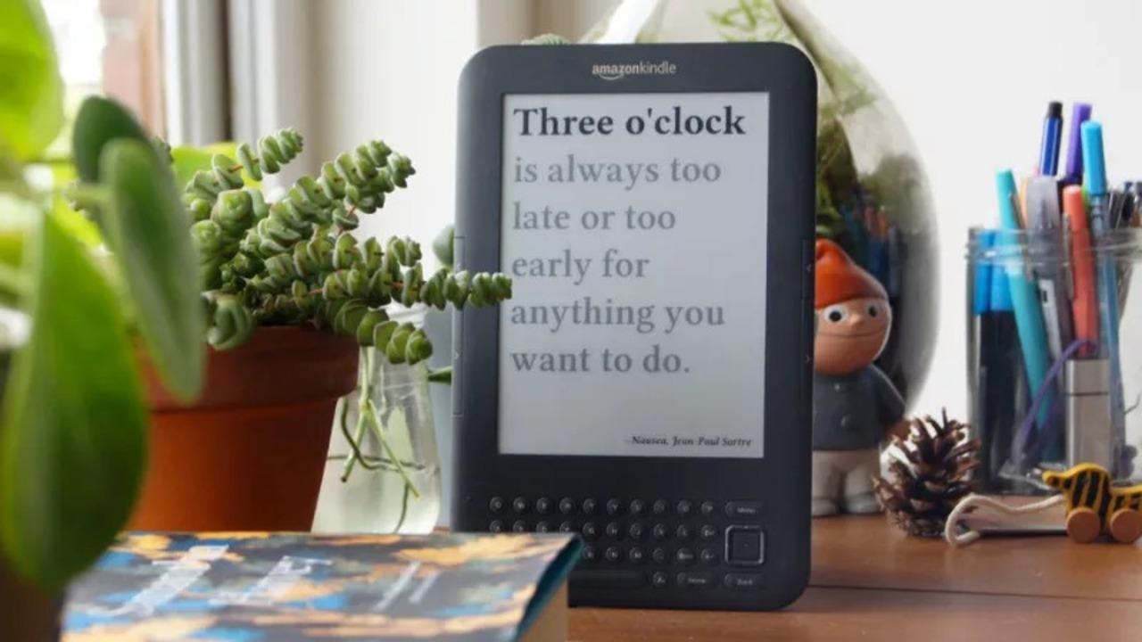 小粋でステキ。使い古したKindleを置き時計にアレンジ