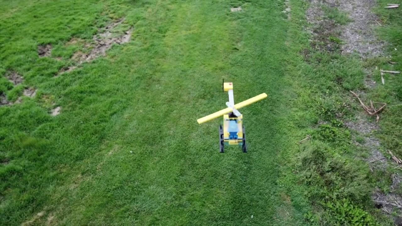 ドローン化して空を舞う10倍サイズのレゴ・ヘリコプター