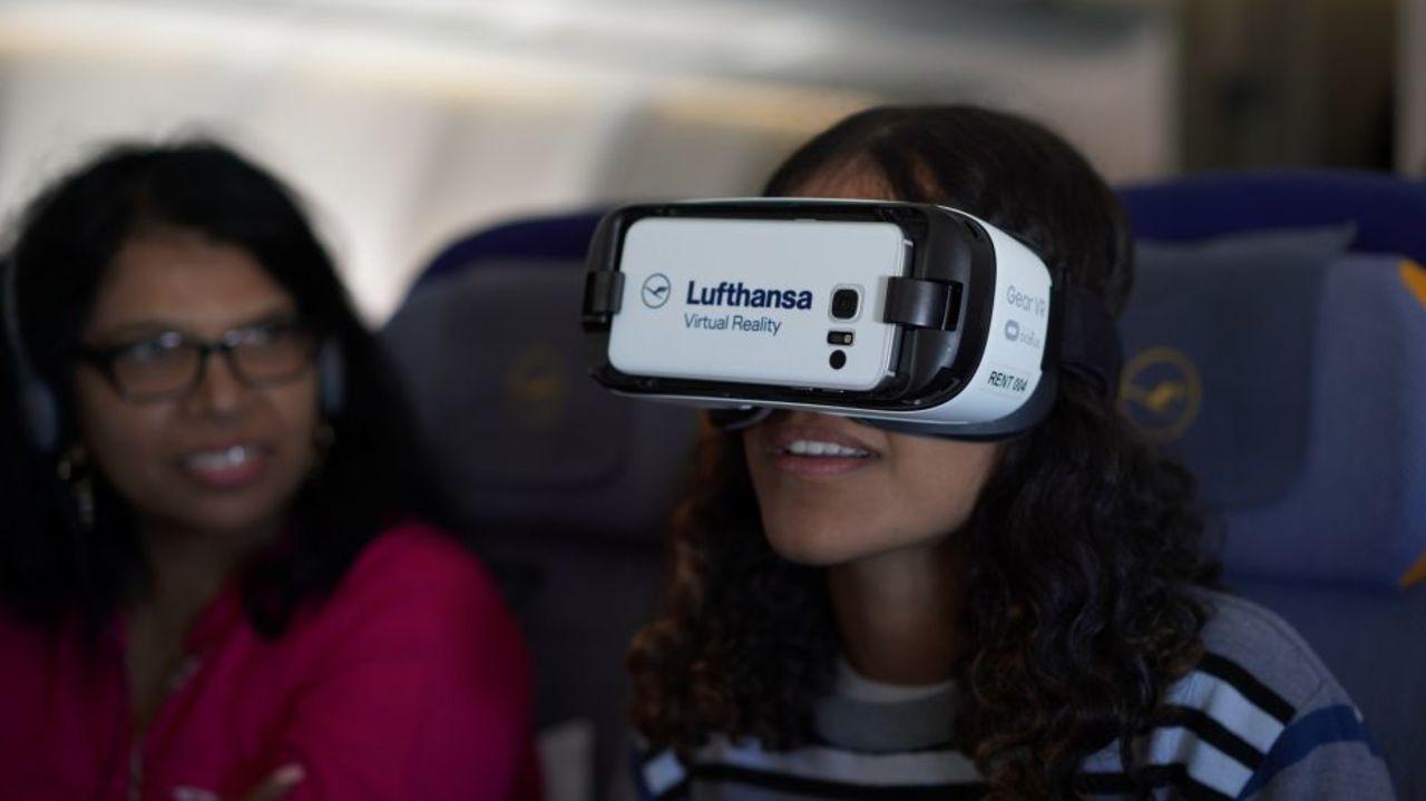 飛行中に外の景色が360度みえるVRサービス、ドイツのルフトハンザ航空がデモ開始