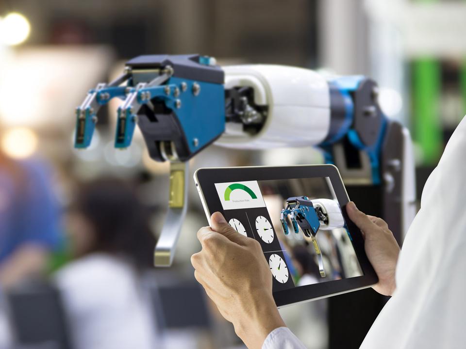 その質問なら、AIがお答えします。KDDIが企業向けにAIチャットボットサービスを提供