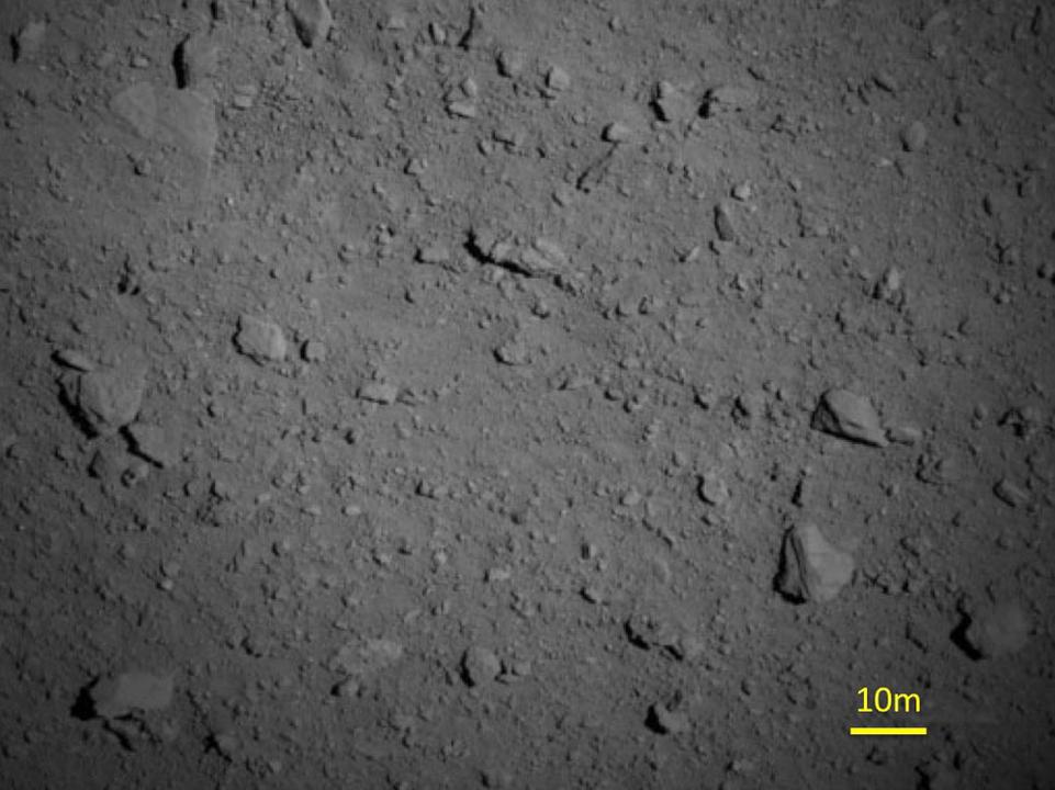 徒歩たった11分。はやぶさ2が851mの距離まで小惑星「リュウグウ」に接近