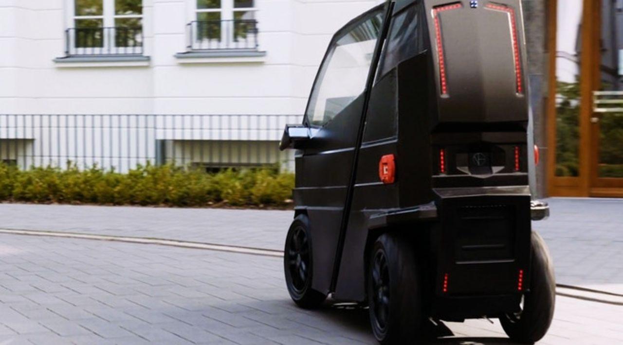 前に伸びて1~2人乗りになる小型電気自動車「iEV X」が資金募集中