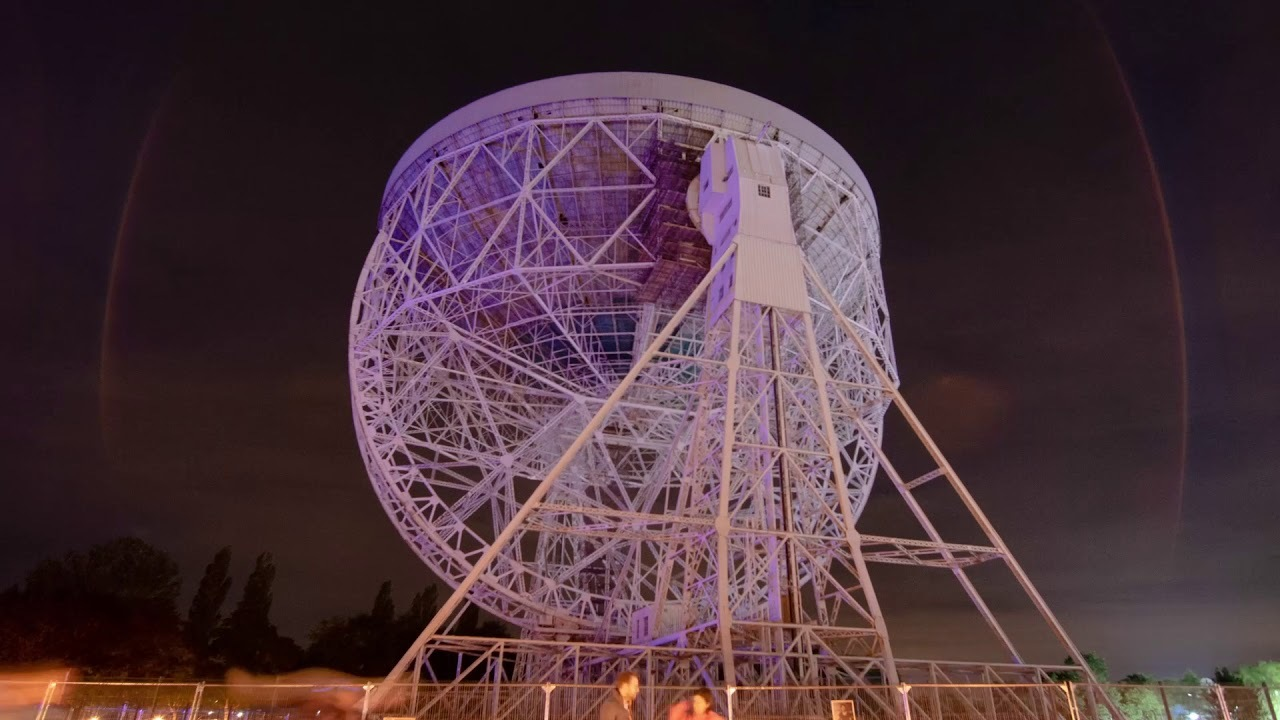 電波望遠鏡をカンバスに。天文データをプロジェクションマッピングにしたアートが圧巻