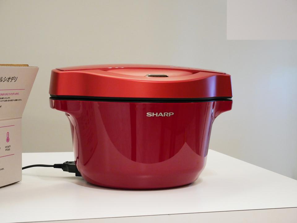 誰もが本格派になれる。シャープの「自動調理するスマート鍋」「水蒸気の熱で調理するオーブン」は、料理を簡単にするだけじゃない#SKS