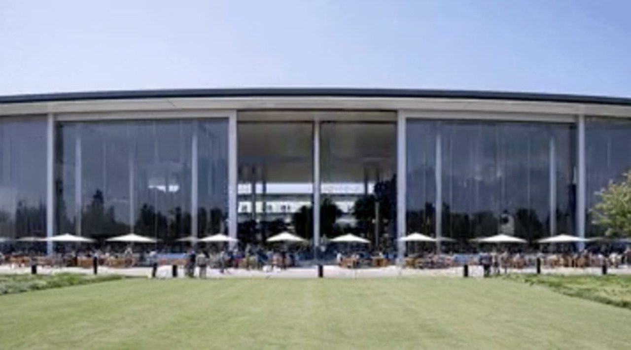 Apple Parkのカフェテリアの窓、開きすぎ