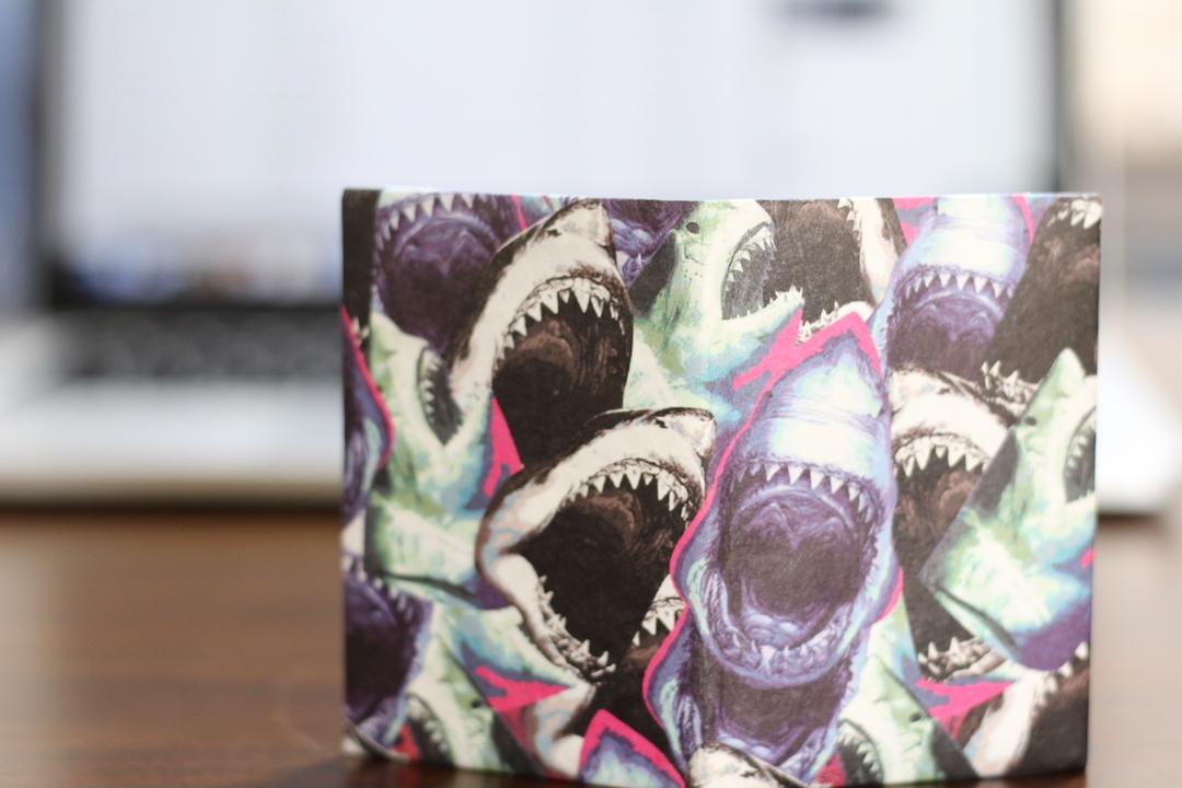 紙のウォレット、いいかも。世界のトップアーティストたちがデザインするペーパーウォレット「Micro Wallet」を使ってみた