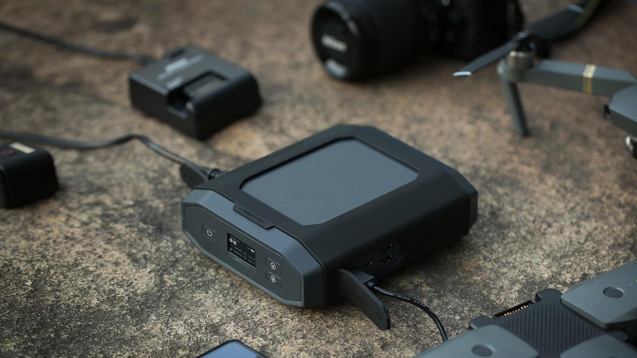 「プロ向け」のモバイルバッテリーって普通と何が違うの? Omni Ultimateは1から10まで、いや、値段までプロ仕様