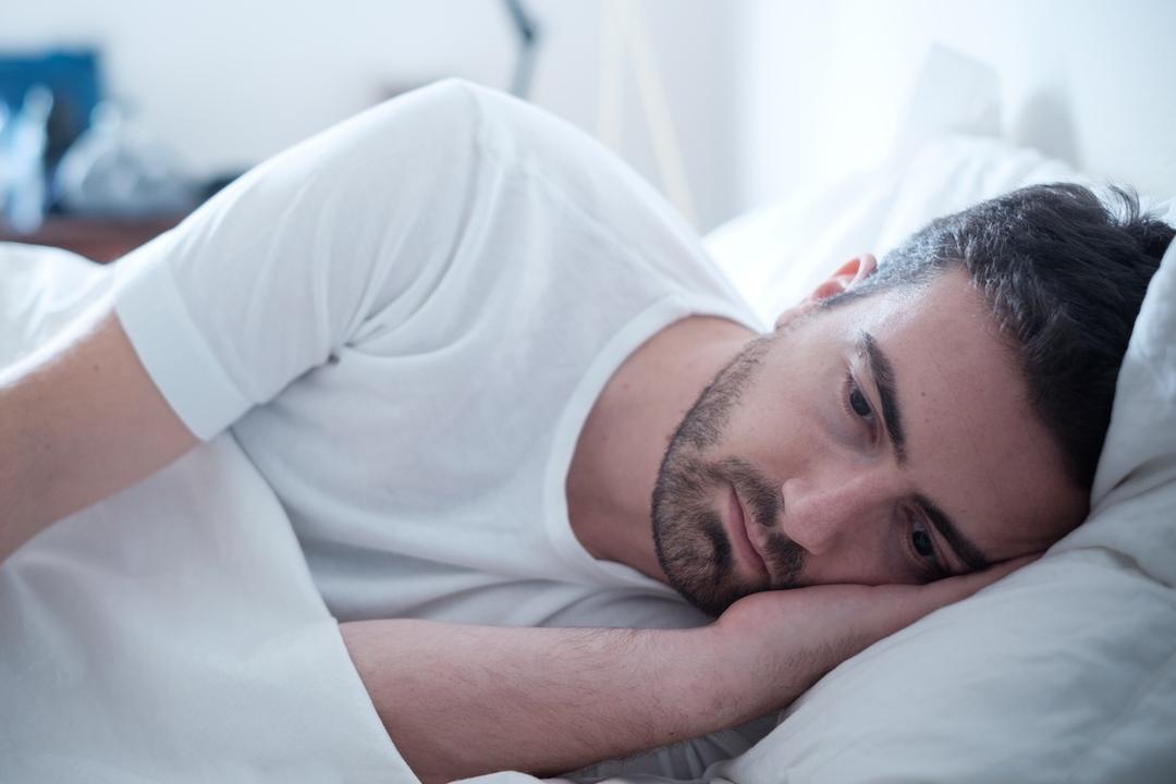 睡眠不足は社交性をなくして孤独になる原因かもしれない