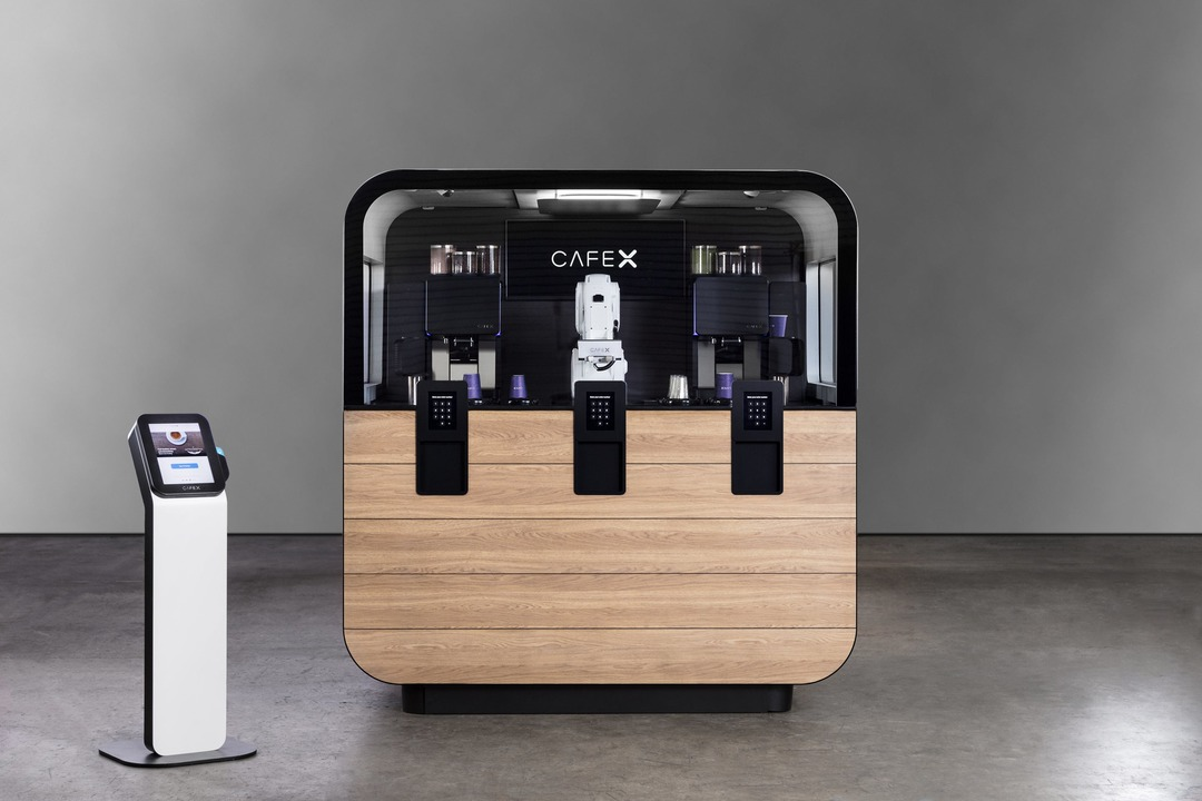 ロボットだけで切り盛りするコーヒースタンド「Cafe X」が未来