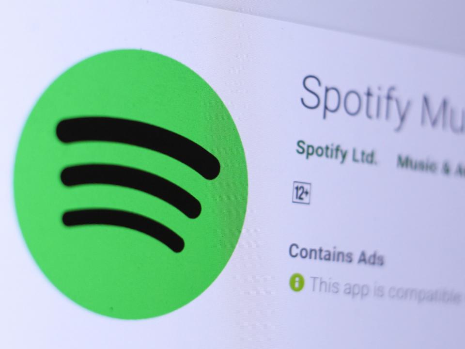 Spotifyのロゴが微妙に傾いてるの、気になっちゃうので直してほしいです