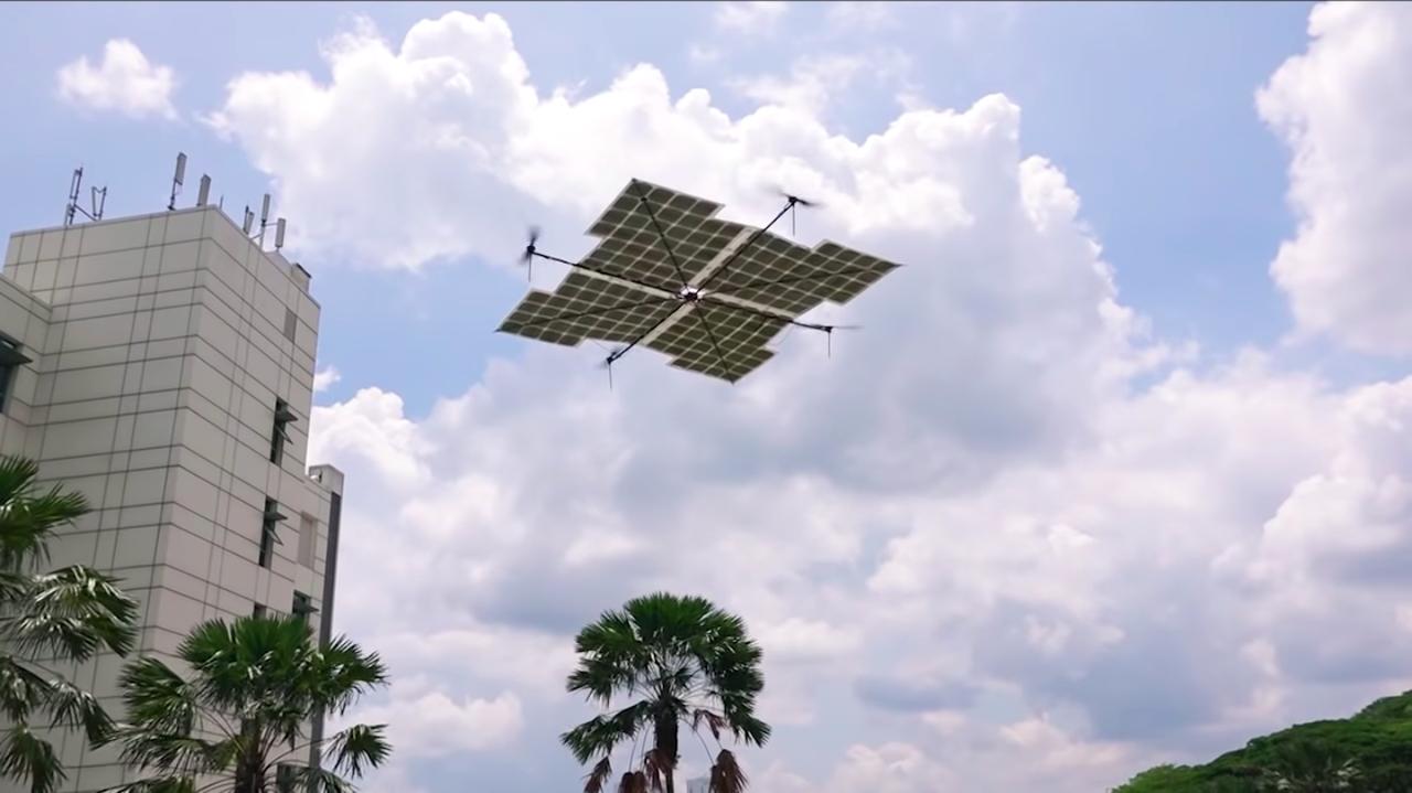 ずっと浮いていられるよ! 「空飛ぶソーラーパネル」な自律ドローン