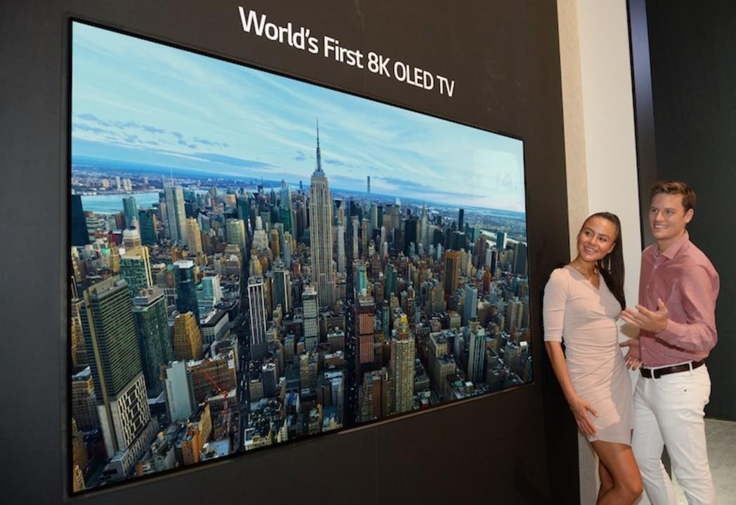 世界初! LGが88インチの8K OLEDテレビをお披露目