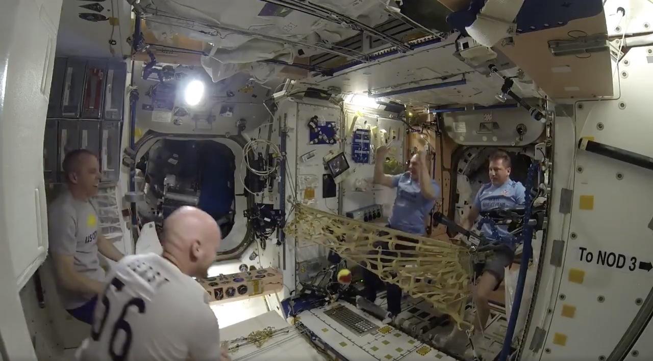 銀河初。国際宇宙ステーションで宇宙テニストーナメントが開催される