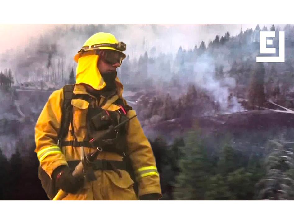 カリフォルニアの山火事、消火活動には人もテクノロジーも総動員